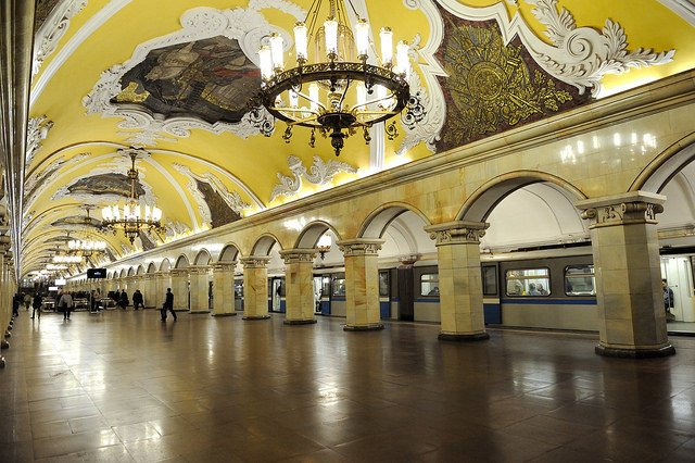 Moscow Metro platform at the Komsomolskaya station by: Tim Adams (CC)