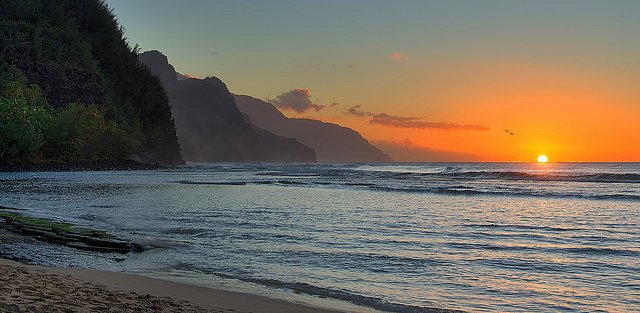 Sunset at Ke'e Beach, on the north shore of Kauai, looking south along the Napali Coast by: Brodie Guy (CC)