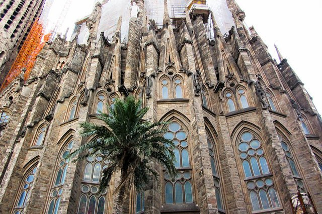 Sagrada Familia by: Jocelyn Kinghorn (CC)