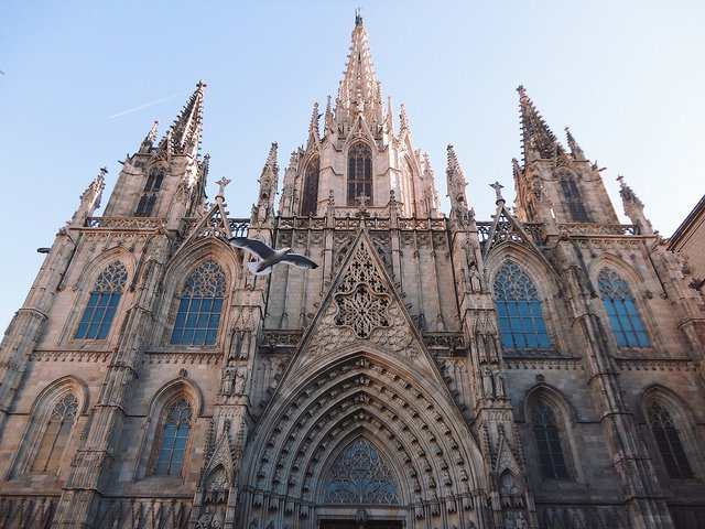 Catedral de Barcelon by: --V (CC)