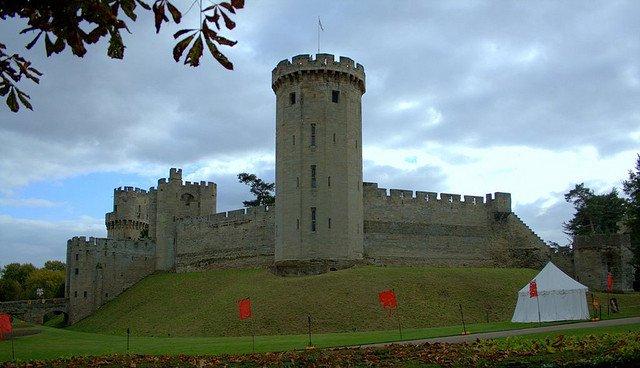 Warwick Castle by: Milan G (CC)
