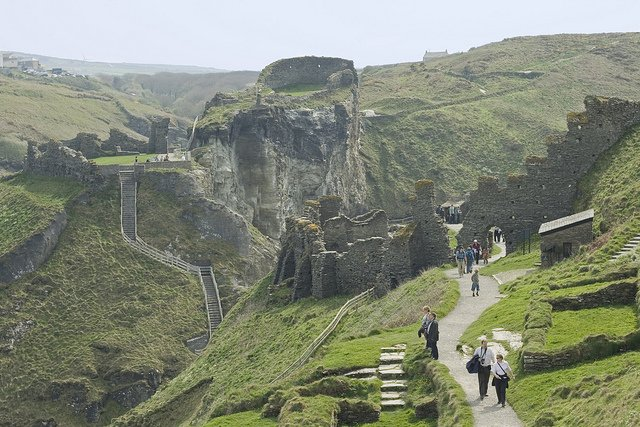 Tintagel Castle, Cornwall by: Robert Linsdell (CC)