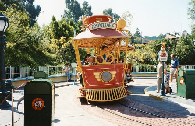 Disneyland, Los Angeles by: Robert Linsdell (CC)