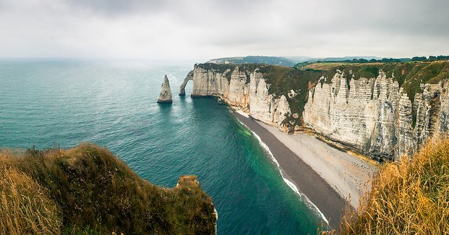 Etretat Cliffs by: gacabo (CC)