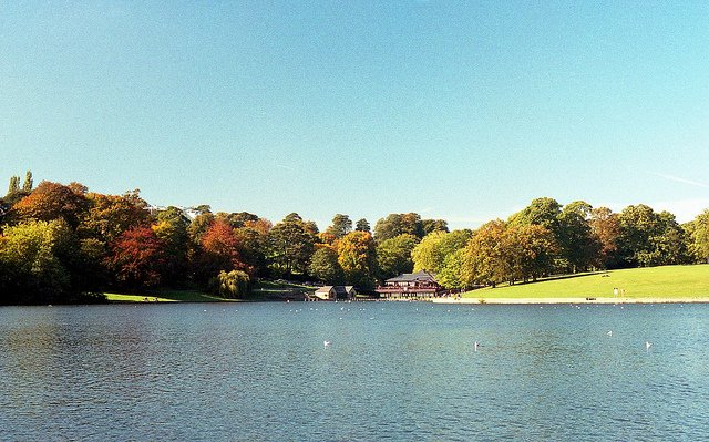 Waterloo Lake (Roundhay Park) by: Adam Simmons (CC)