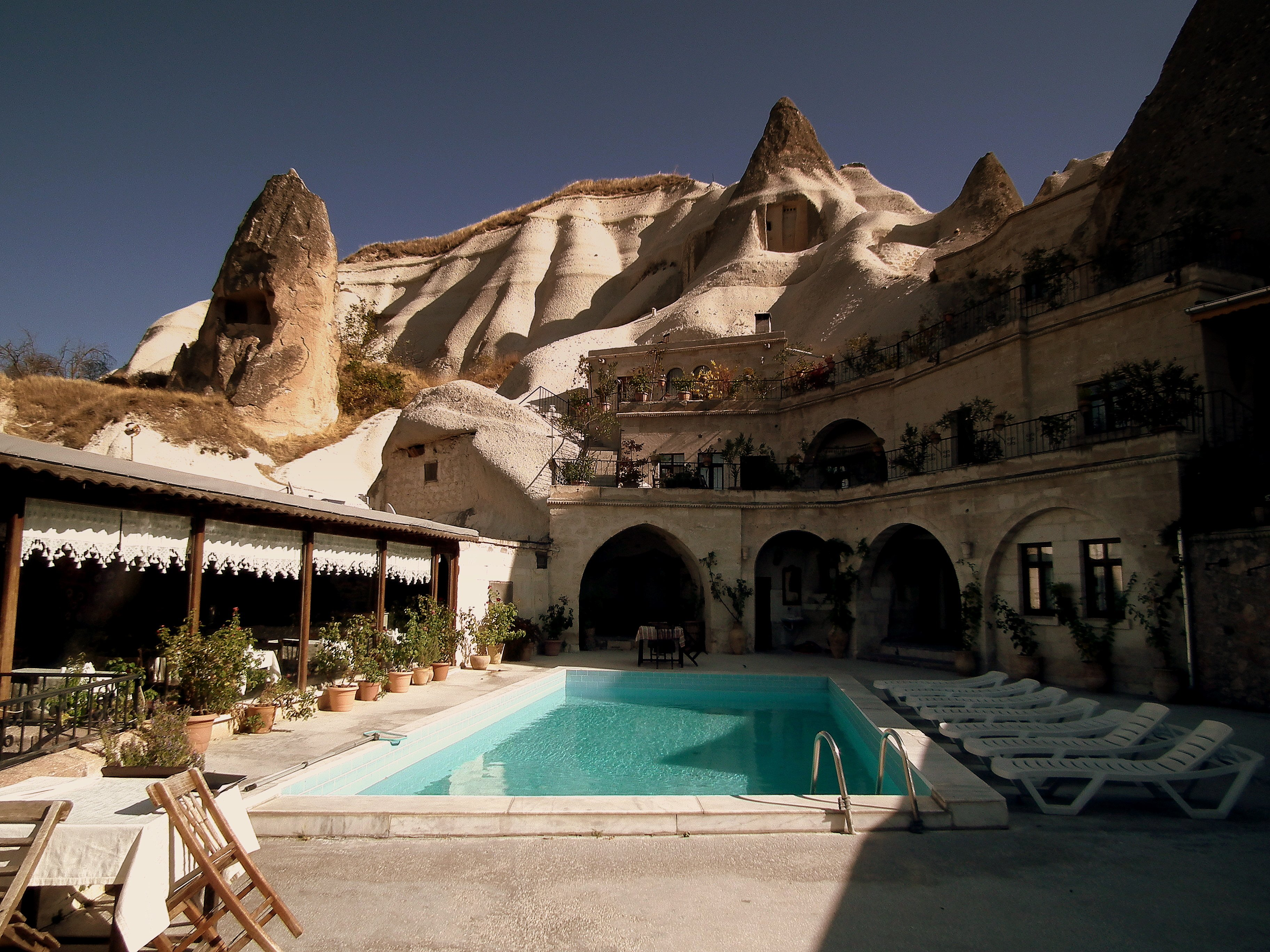 LOCAL CAVE HOUSE HOTEL GOREME CAPPADOCIA CENTRAL TURKEY OCT 2011 by: calflier001 (CC)
