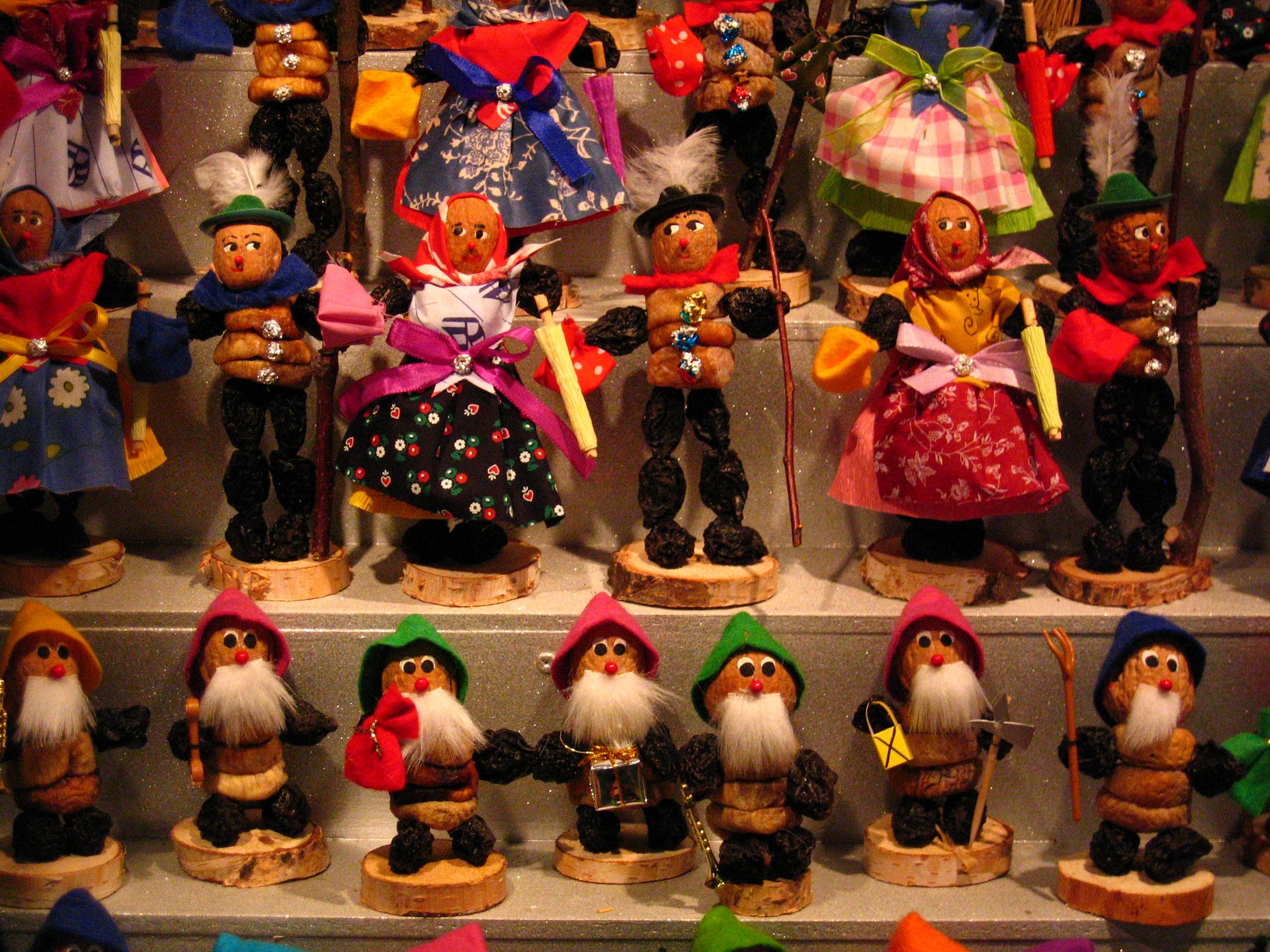 Prune People - Nuremberg Christmas Market by charley1965 (CC)