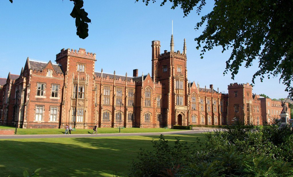Queen's University of Belfast by: Iker Merodio (CC)