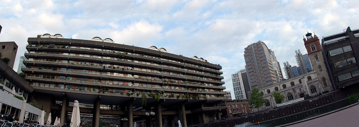 A panorama of the Barbican Complex by: BentleyCoon (CC)