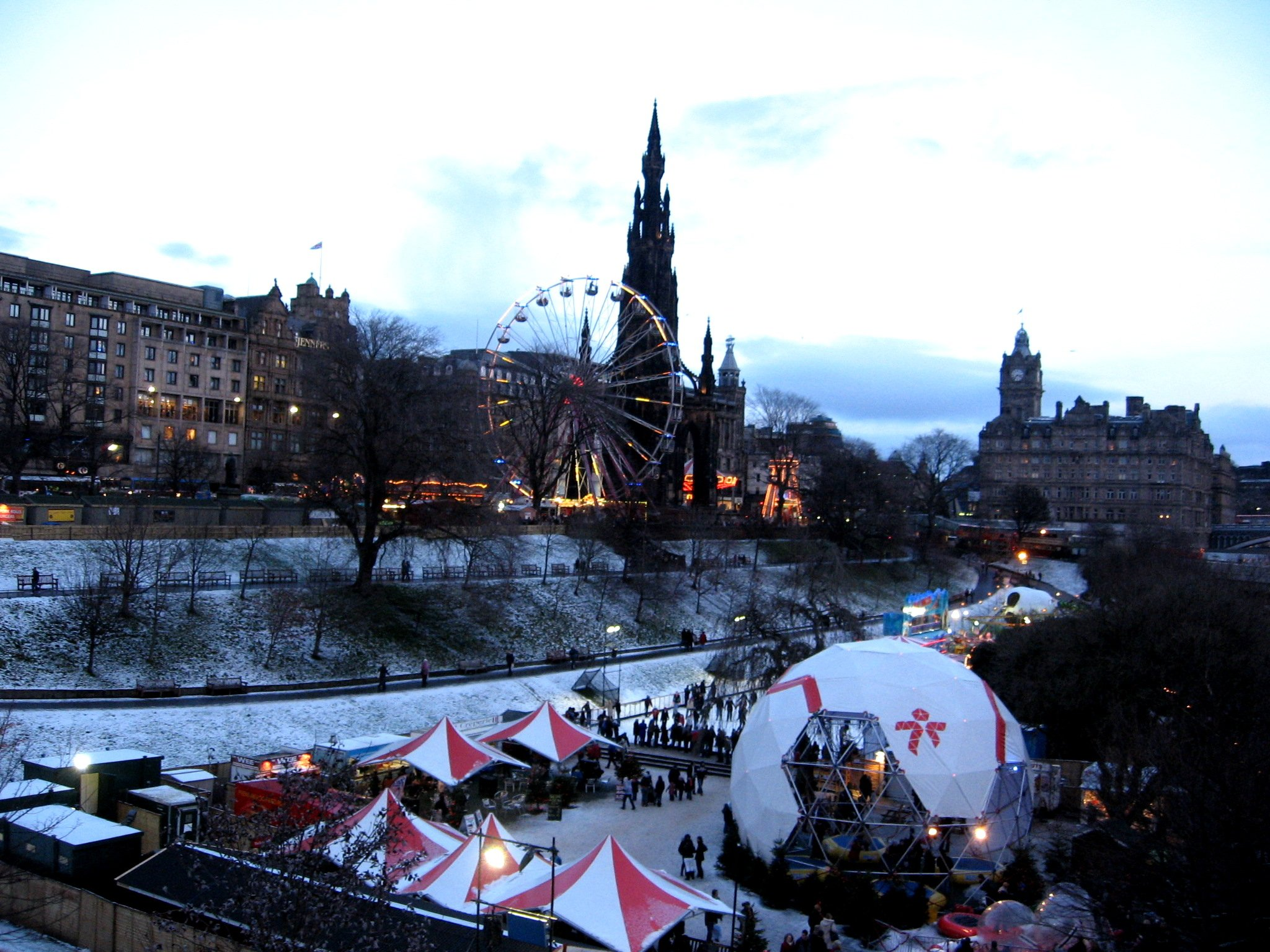 Edinburgh's Christmas Markets and skating rink as viewed from the National Gallery of Scotland, 2009 by Ally Crockford (CC)