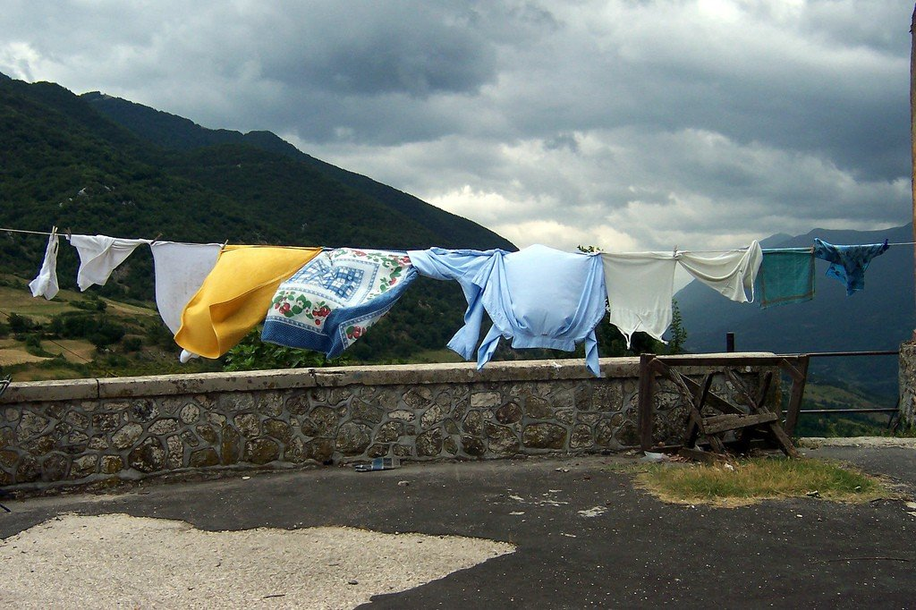 Drying clothes by: Herbert (CC)