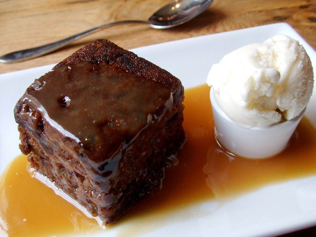 Sticky toffee pudding by Katherine (CC)