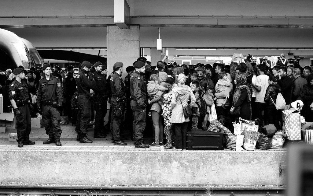 Police vs Refugees by: Josh Zakary (CC)