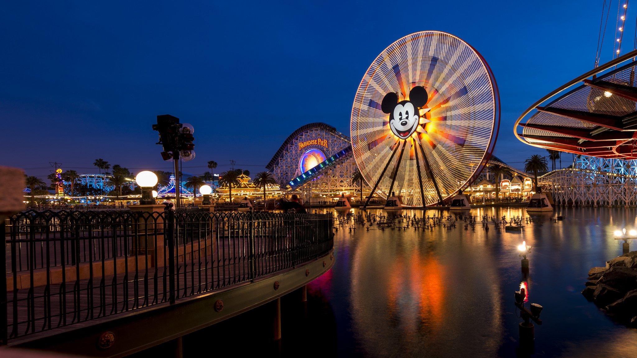 Paradise Pier Disneyland by: Hubert Yu (CC)