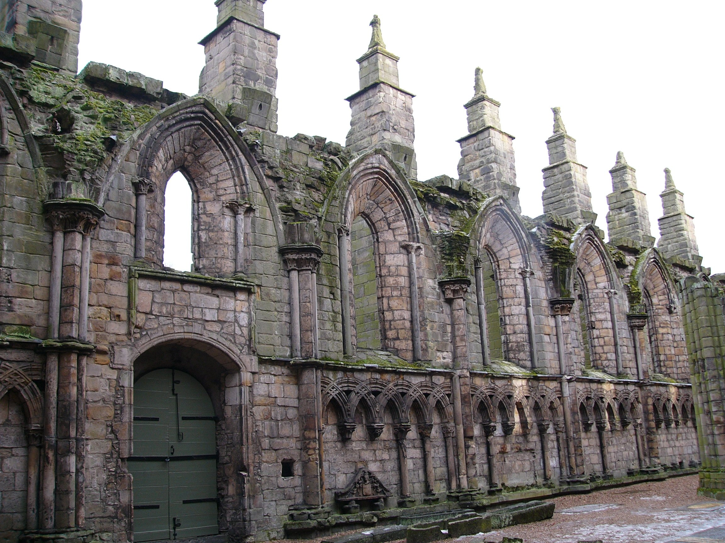 Holyroodhouse Abbey by Catchpenny (CC)