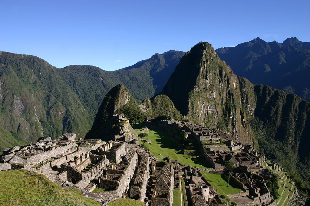 Machu Picchu early morning by Charlesjsharp (CC)