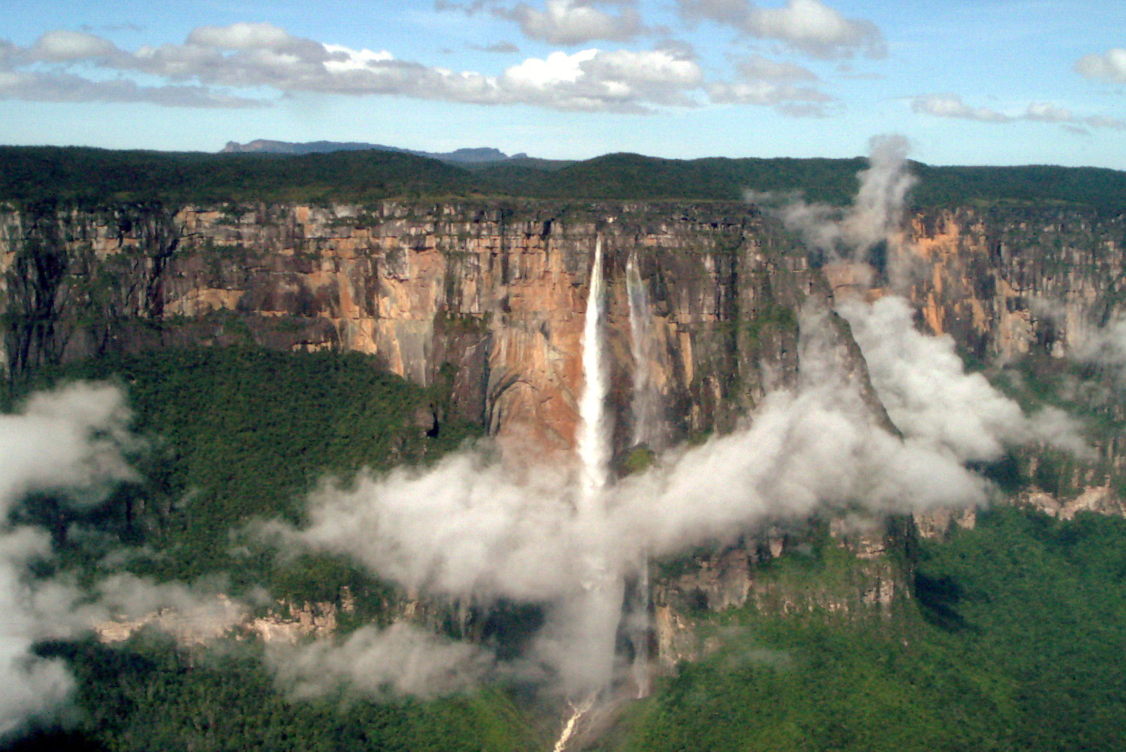 Angel Falls in Venezuela by Francisco Becerro (CC)