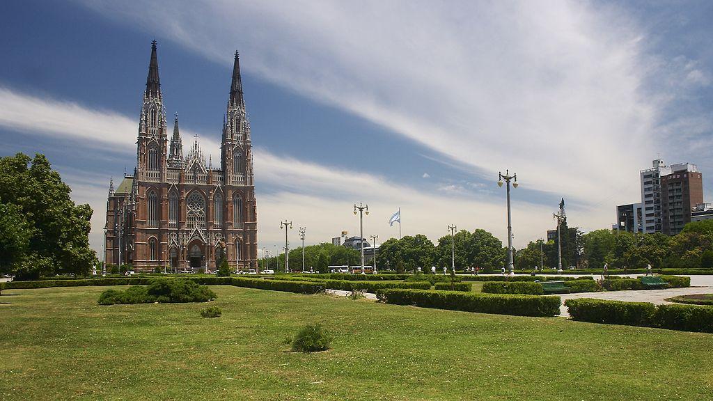 La Plata - Plaza Moreno by Usuario:Barcex (CC)
